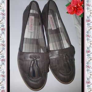American Rag grey/brown moccasins flat shoes 8